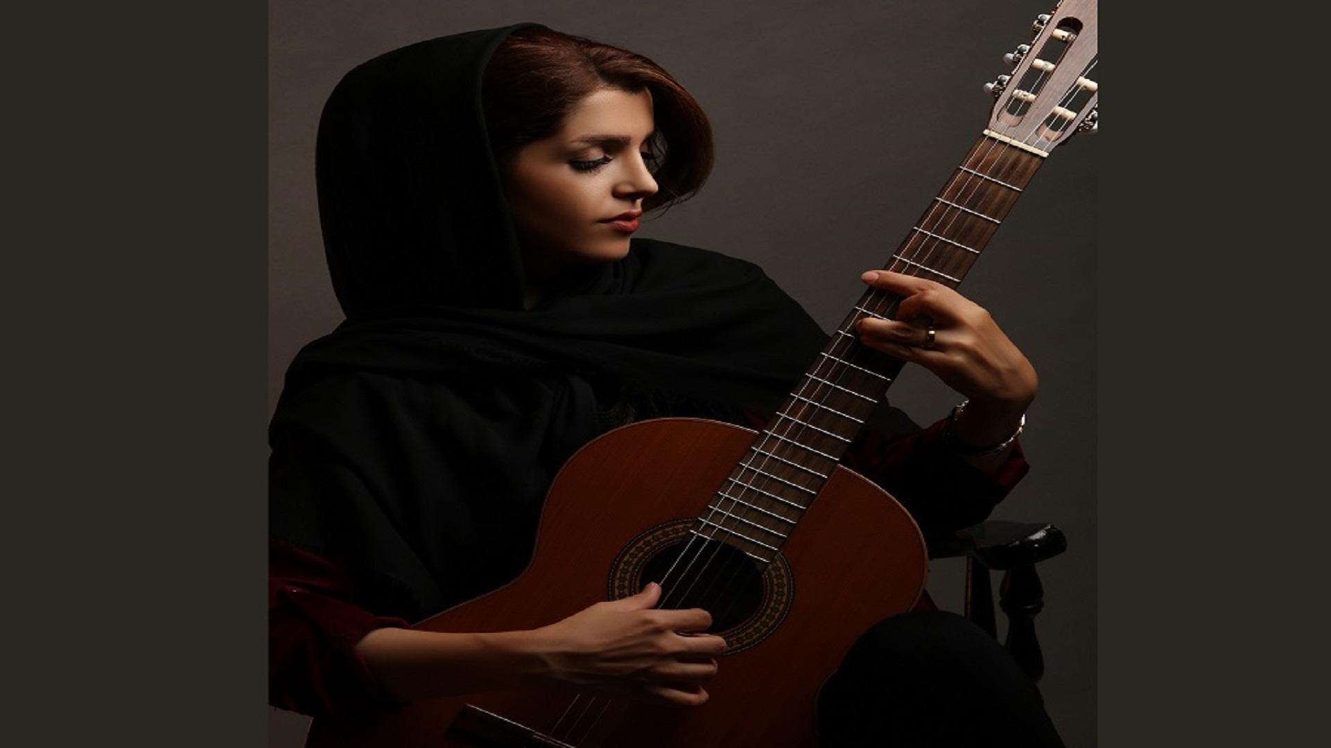 سیما محمودی مدرس اوای گیتار
