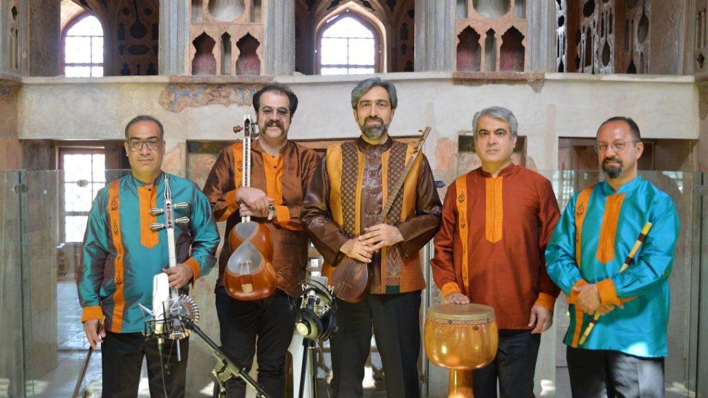 اجرای گروه موسیقی موسسه فرهنگی هنری آوای جاوید در کاخ عالی قاپو
